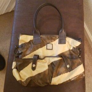 Dooney & bourke large purse